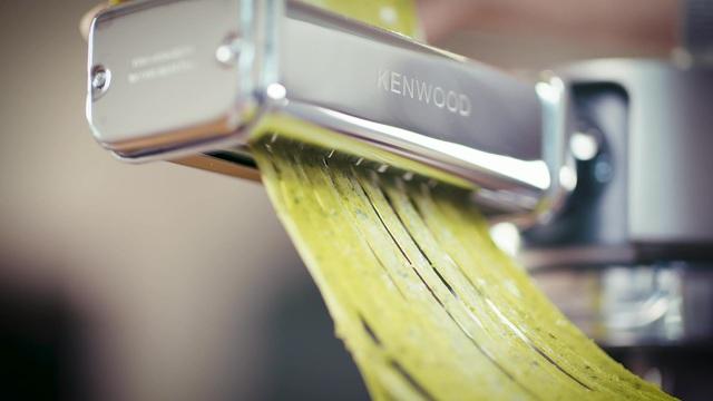 Kenwood - Chef- & kMIX-Zubehör - Pasta-Schneideaufsatz Video 3